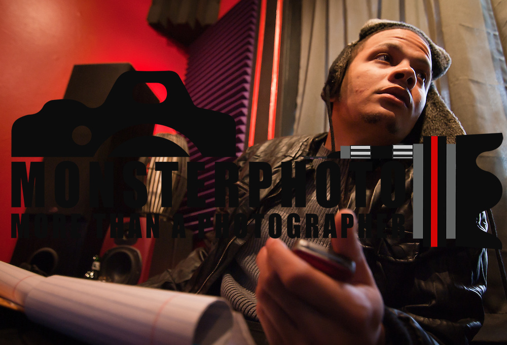03/31/11 Wilmington DE: Artist Aviator Keyz at the Red Room Studios in Wilmington Delaware, March 31, 2011. ..Special to Monsterphoto/SAQUAN STIMPSON