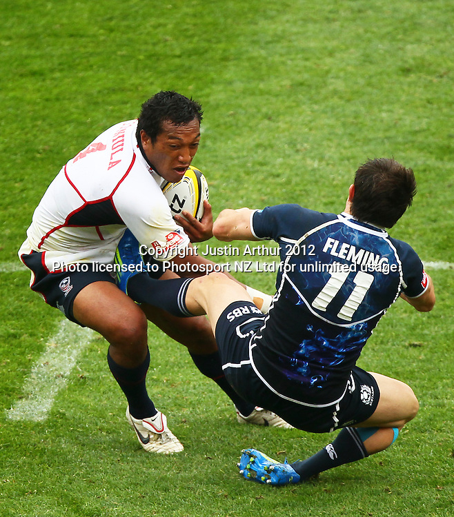 USA's Shalom Suniula bumps off Scotland's James Fleming. Hertz Wellington Sevens - Day two at Westpac Stadium, Wellington, New Zealand on Saturday, 4 February 2012. Photo: Justin Arthur / photosport.co.nz