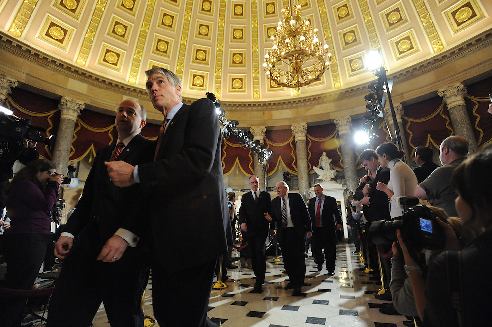 Senators make their way to the State of the Union address on Wed. Jan. 27, 2010. (Amanda Lucidon)