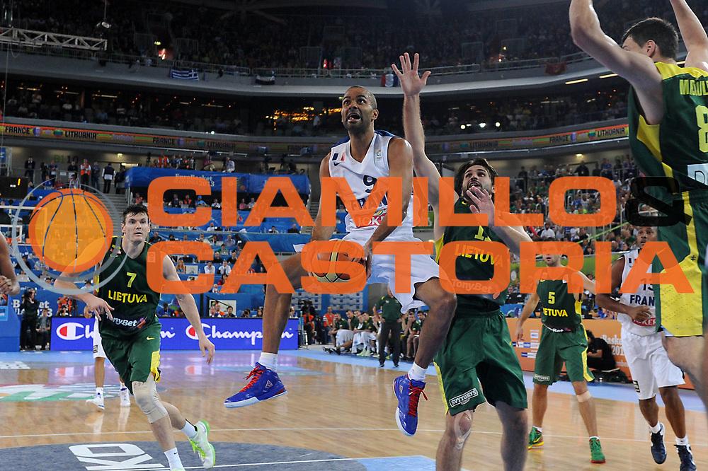 DESCRIZIONE : Lubiana Ljubliana Slovenia Eurobasket Men 2013 Finale Final Francia France Lituania Lithuania<br /> GIOCATORE : Tony Parker<br /> CATEGORIA : tiro shot<br /> SQUADRA : Francia France<br /> EVENTO : Eurobasket Men 2013<br /> GARA : Francia France Lituania Lithuania<br /> DATA : 22/09/2013 <br /> SPORT : Pallacanestro <br /> AUTORE : Agenzia Ciamillo-Castoria/C.De Massis<br /> Galleria : Eurobasket Men 2013<br /> Fotonotizia : Lubiana Ljubliana Slovenia Eurobasket Men 2013 Finale Final Francia France Lituania Lithuania<br /> Predefinita :