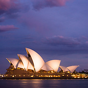 Sydney Opera House ati night.