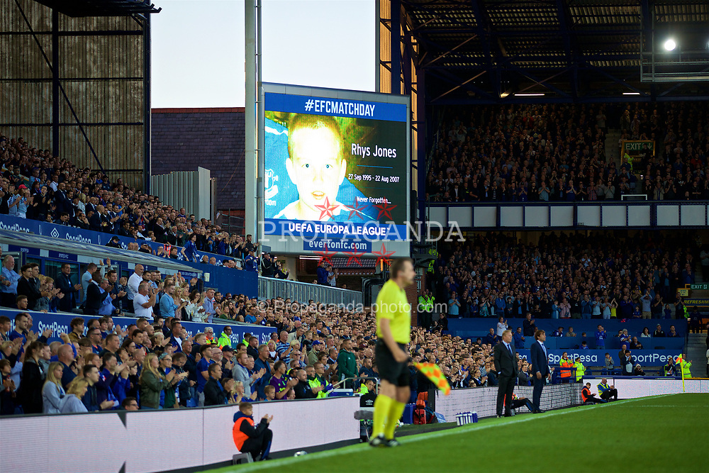 LIVERPOOL, ENGLAND - Thursday, August 17, 2017: Everton supporters stand to applaud in the 9th minute to remember Rhys Jones during the UEFA Europa League Play-Off 1st Leg match against HNK Hajduk Split at Goodison Park. (Pic by David Rawcliffe/Propaganda)