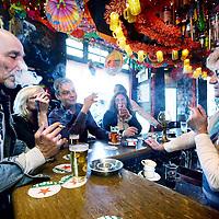 Nederland, Amsterdam , 4 mei 2013.<br /> In de typische Amsterdamse café Ruk en Pluk aan de Linnaeusstraat 48, in Amsterdam Oost mag voorlopig nog gerookt worden. Het wordt nog gedoogd. binnenkort is het afgelopen.<br /> Rechts op de foto barkeeper Marijke.<br /> Foto:Jean-Pierre Jans
