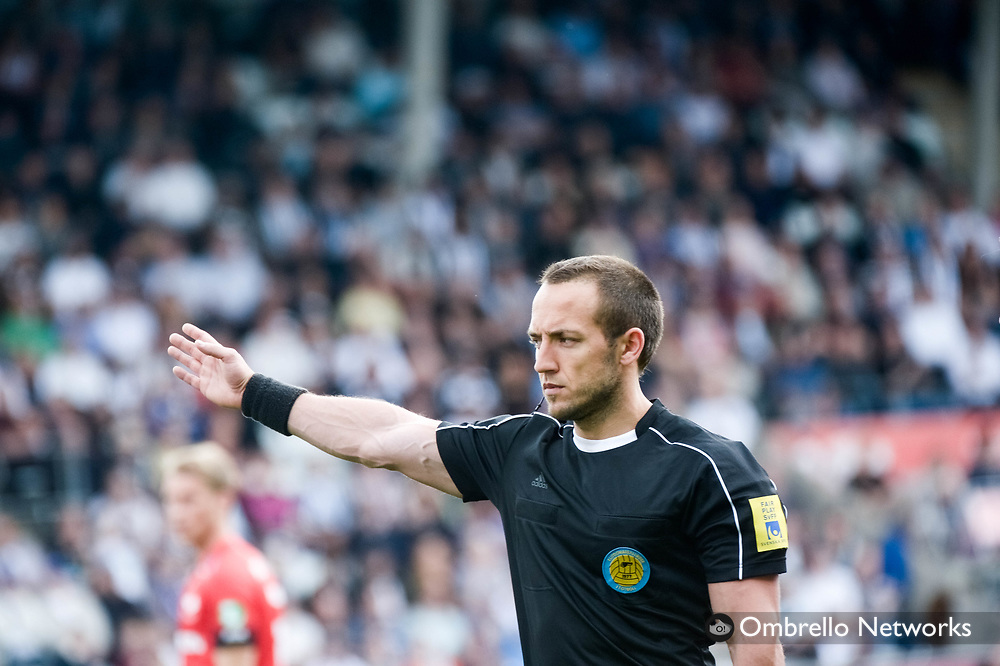 ÖREBRO, SWEDEN - MAY 22: Kaspar Sjoberg, ref. during the allsvenskan match between Örebro SK and IFK Norrköping at Behrn Arena on May 22, 2016 in Örebro, Sweden. Foto: Pavel Koubek/Ombrello