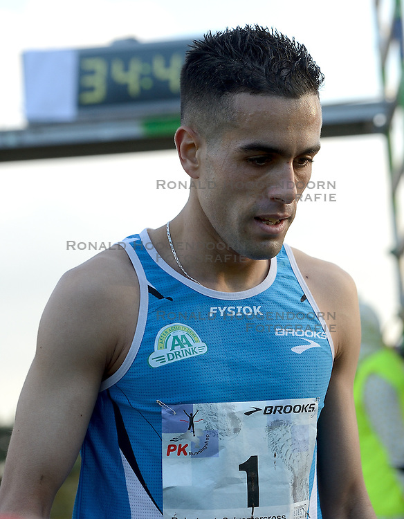 31-12-2014 NED: Rabobank Sylvestercross, Soest<br /> Khalid Choukoud is voor de tweede keer winnaar geworden van de Sylvestercross in Soest.