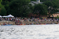 View on some of the crowd of spectators gathered alongside the river. (Bastiaan Slabbers/for PhillyVoice)