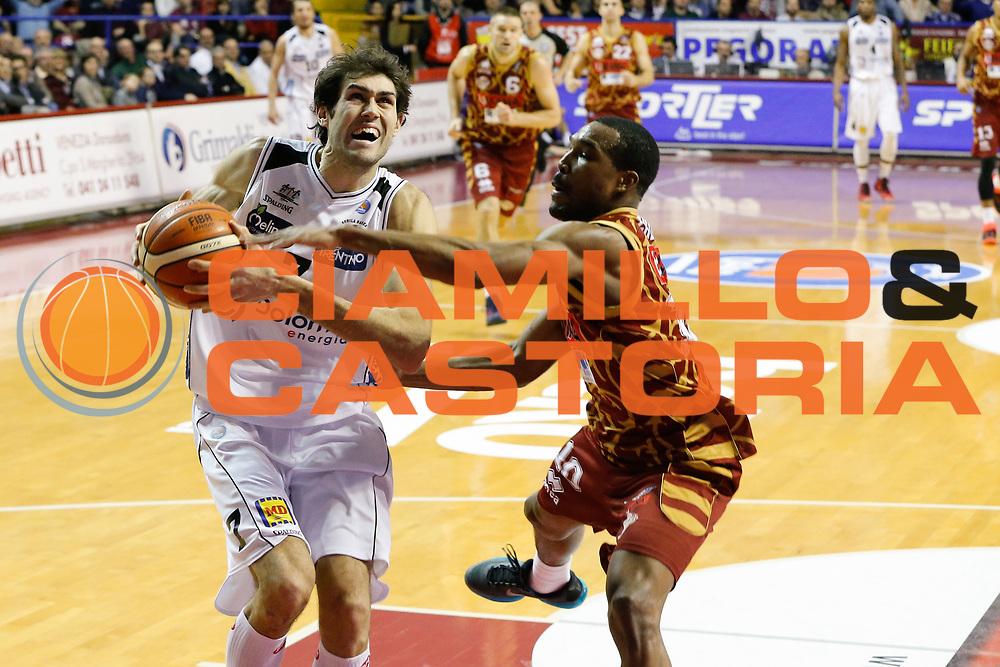 DESCRIZIONE : Venezia Lega A 2015-16 Umana Reyer Venezia Dolomiti Energia Trentino<br /> GIOCATORE : Davide Pascolo Mike Green<br /> CATEGORIA : Penetrazione Fallo<br /> SQUADRA : Umana Reyer Venezia Dolomiti Energia Trentino<br /> EVENTO : Campionato Lega A 2015-2016<br /> GARA : Umana Reyer Venezia Dolomiti Energia Trentino<br /> DATA : 28/12/2015<br /> SPORT : Pallacanestro <br /> AUTORE : Agenzia Ciamillo-Castoria/G. Contessa<br /> Galleria : Lega Basket A 2015-2016 <br /> Fotonotizia : Venezia Lega A 2015-16 Umana Reyer Venezia Dolomiti Energia Trentino