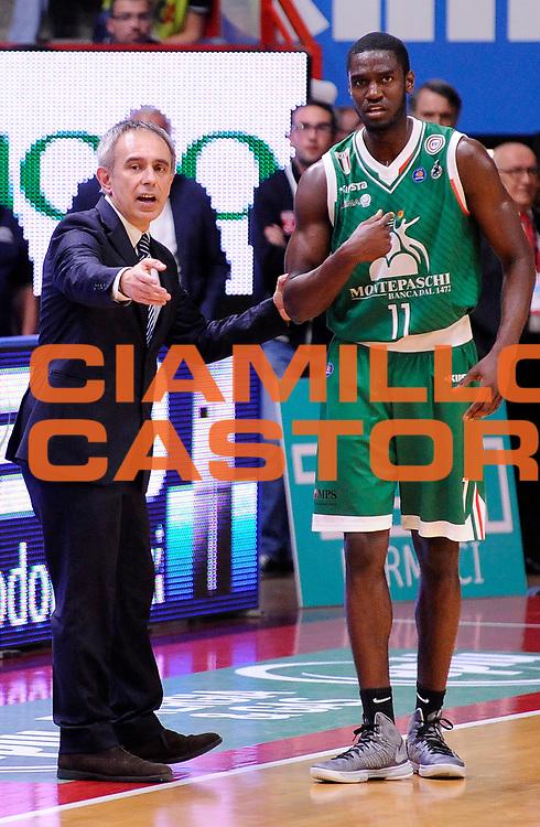 DESCRIZIONE : Varese Campionato Lega A 2013-14 Cimberio Varese Montepaschi Siena<br /> GIOCATORE : Marco Crespi Josh Carter<br /> CATEGORIA : Allenatori Coach Direttive Fair Play<br /> SQUADRA : Montepaschi Siena<br /> EVENTO : Campionato Lega A 2013-14<br /> GARA : Cimberio Varese Montepaschi Siena<br /> DATA : 04/05/2014<br /> SPORT : Pallacanestro <br /> AUTORE : Agenzia Ciamillo-Castoria/A.Giberti<br /> Galleria : Campionato Lega A 2013-14  <br /> Fotonotizia : Varese Campionato Lega A 2013-14 Cimberio Varese Montepaschi Siena<br /> Predefinita :