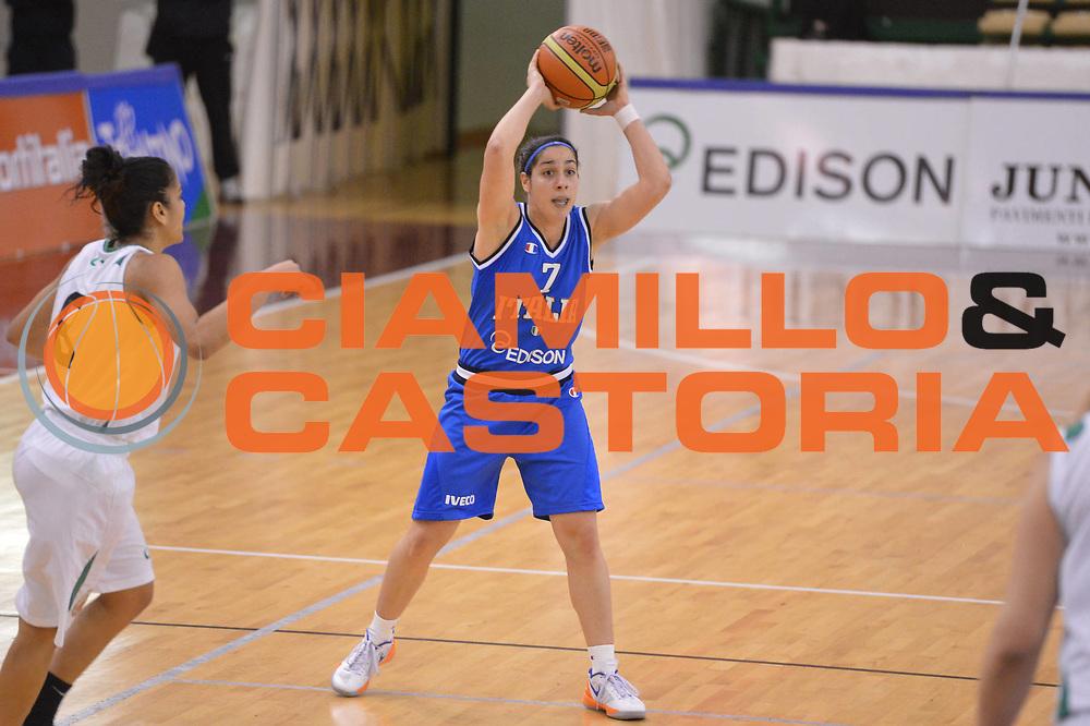 DESCRIZIONE : Chieti Nazionale Italia Femminile CUS Chieti<br /> GIOCATORE :  Francesca Dotto<br /> CATEGORIA : palleggio penetrazione<br /> SQUADRA : Italia femminile<br /> EVENTO : amichevole<br /> GARA : Nazionale Italia Femminile CUS Chieti<br /> DATA : 22/01/2013<br /> SPORT : Pallacanestro <br /> AUTORE : Agenzia Ciamillo-Castoria/GiulioCiamillo<br /> Galleria : Lega Basket A 2012-2013 <br /> Fotonotizia :  Chieti Nazionale Italia Femminile CUS Chieti