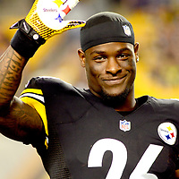 Pittsburgh Steelers running back Le'Veon Bell (26) waves to the crowd  during half-time presentation of the Steelers 2013 Rookie of the Year award at the pre-season game against the Buffalo Bills at Heinz Field in Pittsburgh, on August 16, 2014.  UPI/Archie Carpenter