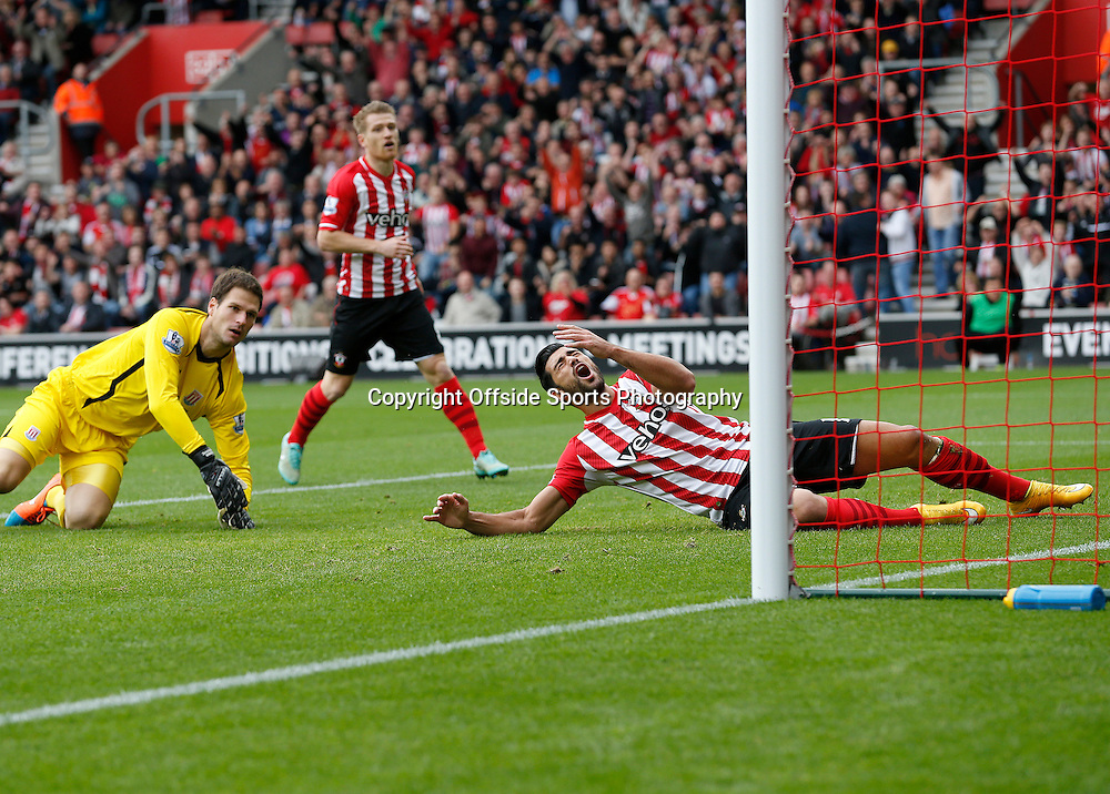 25th October 2014 - Barclays Premier League - Southampton v Stoke City - Graziano Pelle of Southampton reacts as a shot goes just wide - Photo: Paul Roberts / Offside.