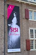 """Opening tentoonstelling 'Sisi, sprookje & werkelijkheid' te Paleis Het Loo. De tentoonstelling belicht het levensverhaal van Keizerin Elisabeth. Aan de hand van filmfragmenten, foto's, schilderijen en persoonlijke bezittingen worden haar jeugd, haar leven aan het Weense hof, haar kroning tot Koningin van Hongarije en de mythevorming rond haar persoon geïllustreerd.<br /> <br /> Opening exhibition """"Sisi, fairy tale and reality 'to Palace Het Loo. The exhibition highlights the life of Empress Elisabeth. On the basis of film clips, photographs, paintings and personal belongings are her childhood, her life at the Viennese court, her coronation as Queen of Hungary and the myths around her person illustrated."""