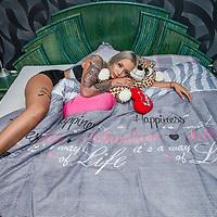 Nederland, Almere, 3 maart 2017.<br />Opstaan met Ashley Magdalena.<br />Ashley uit Heerlen is vanaf volgende week te zien in het spraakmakende programma Temptation Island. De blondine is één van de verleidsters.<br /> Dat schrijft Ashley (20) trots op haar Facebookpagina. Ze werd bekend door haar deelname aan MTV-programma Ex on the Beach. Hier maakte ze na een vermeende trio de tongen los op social media.<br /><br /><br /><br />Foto: Jean-Pierre Jans