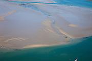 Nederland, Zeeland, Oosterschelde, 12-06-2009; Zeilboot gaat overstag in de Hammen, onderdeel van de Oosterschelde. Op het tweede plan de zandplaat Roggenplaat. De zandplaten en schorren worden ten gevolge van het afgenomen getij (door de kering) steeds kleiner, de zogenaamde zandhonger. .Swart Collection, aerial photo (additional fee required); .foto Siebe Swart / photo Siebe Swart