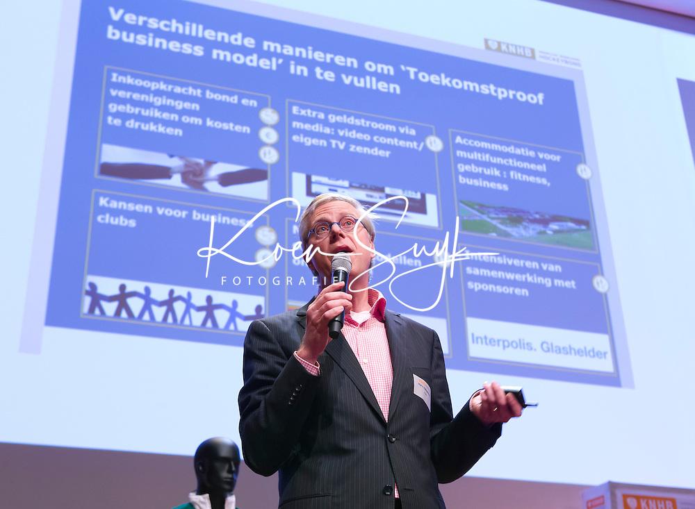 UTRECHT - Haro Valkenburg (manager sponsoring, marketing & communicatie)  bij de KNHB. Hockeycongres bij de Rabobank in Utrecht. FOTO KOEN SUYK