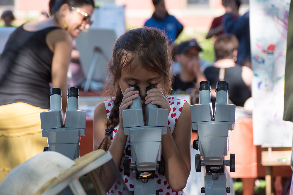 9/24/17 – Medford/Somerville, MA – Child plays with a microscope during Tufts Community Day on September 24. (Seohyun Shim / The Tufts Daily)