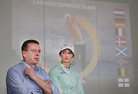 BADHOEVEDORP -  Jeroen Stevens (dir. NGF) met golfprofessional Anne van Dam .  Van 20 t/m 22 mei zal op de International Golfcourse de ING Private Banking Golf Week voor het eerst gehouden worden.  COPYRIGHT KOEN SUYK