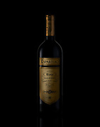 beverage photographer, kyle pearce, bottle on black background shot of espartero rioja red wine
