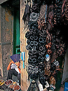 Vietnam, Hanoi. negozio sulla strada di parrucche ed extensions Vietnam, ha Noi, street shop selling hair extensions and wigs.