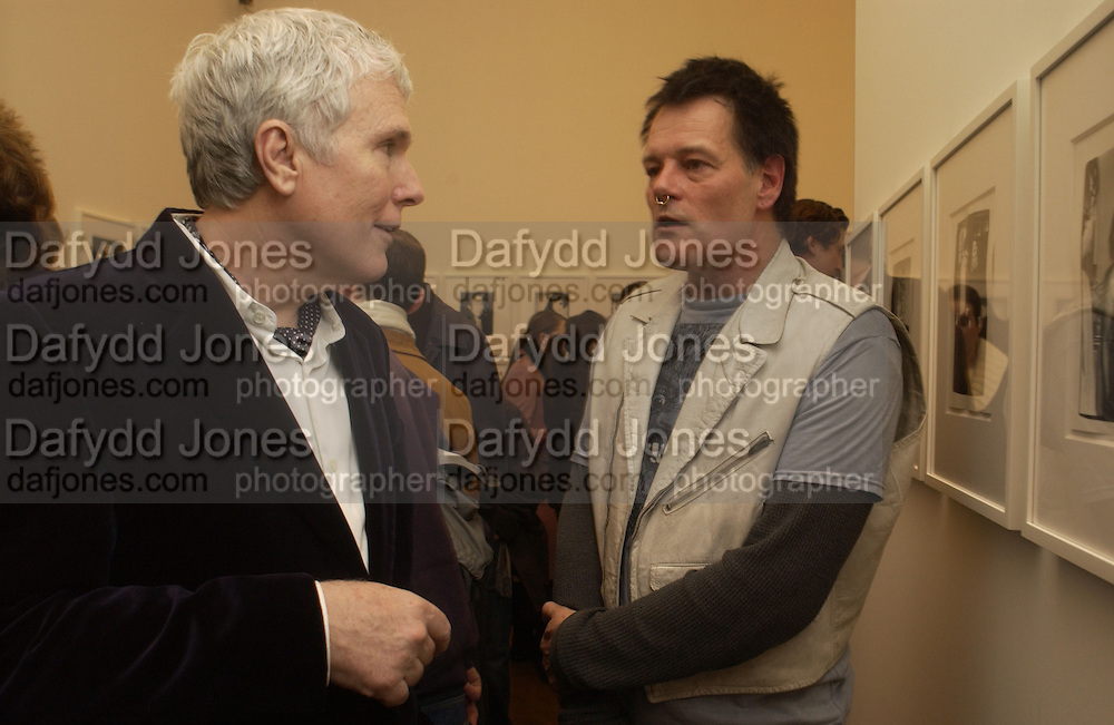 Glenn O'Brien and Robert Hawkins. Warhol's World. Photography and Television. Hauser and Wirth. Piccadilly, London. 26  January 2006.  ONE TIME USE ONLY - DO NOT ARCHIVE  © Copyright Photograph by Dafydd Jones 66 Stockwell Park Rd. London SW9 0DA Tel 020 7733 0108 www.dafjones.com