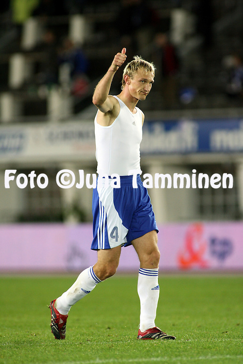 12.09.2007, Olympic Stadium, Helsinki, Finland..UEFA European Championship 2008.Group A Qualifying Match Finland v Poland.Sami Hyypi? (Finland) thanking for support after the match.©Juha Tamminen.....ARK:k