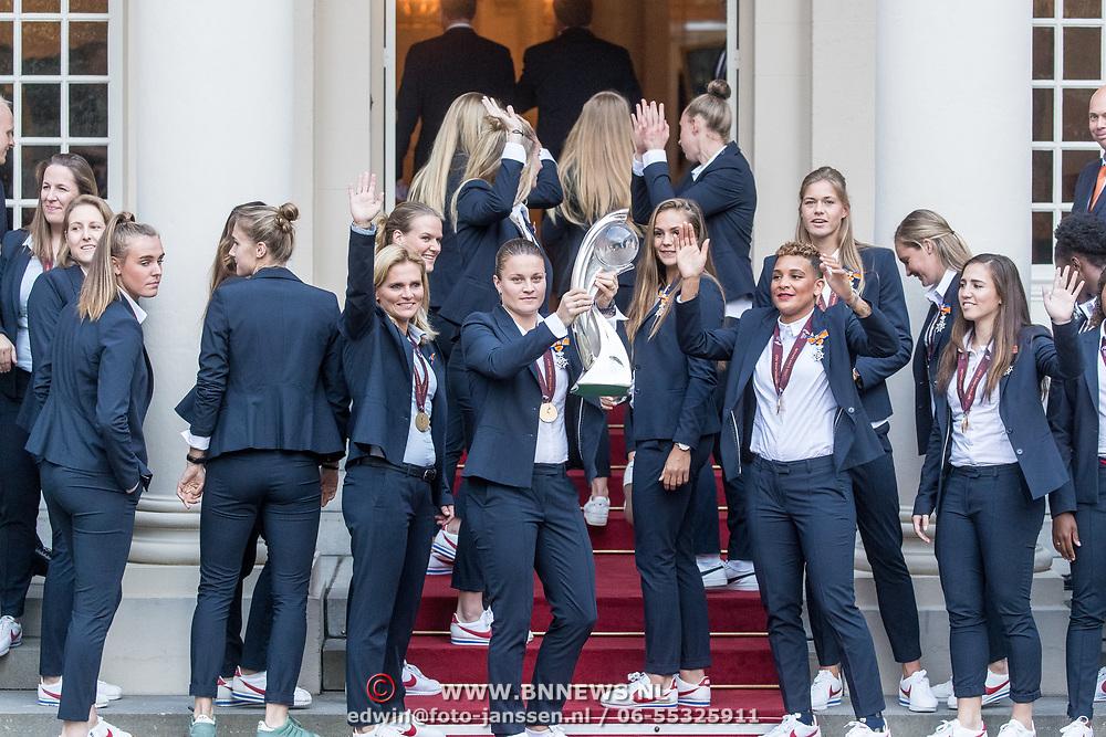 NLD/Den Haag/20171025 - Koning ontvangt winnaar EK voetbal Vrouwen 2017, Team Vrouwen Voetbal