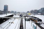 Station Utrecht CS ligt onder een deken van sneeuw. Ondanks alle voorzorgsmaatregelen met een speciale dienstregeling, lukt het de NS en ProRail niet om de treinen vanuit Utrecht goed te laten rijden.<br /> <br /> Train station Utrecht CS is covered with snow.  In spite of al the precautions the Dutch railways are having a lot of problems with the snowfall this winter.