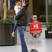 NLD/Schiphol/20130104 - Terugkomst Glennis Grace van vakantie, ex partner Moos Majri en zoon Anthony