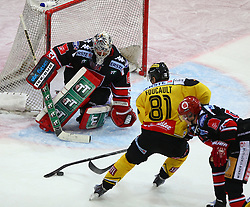24.10.2014, Albert Schultz Eishalle, Wien, AUT, EBEL, UPC Vienna Capitals vs HC TWK Innsbruck Die Haie, 13. Runde, im Bild Adam Munro (HC TWK Innsbruck Die Haie), Kristopher Foucault (UPC Vienna Capitals) und Johan Bjoerk (HC TWK Innsbruck Die Haie) // during the Erste Bank Icehockey League 13th Round match between UPC Vienna Capitals and HC TWK Innsbruck Die Haie at the Albert Schultz Ice Arena, Vienna, Austria on 2014/10/24. EXPA Pictures © 2014, PhotoCredit: EXPA/ Thomas Haumer