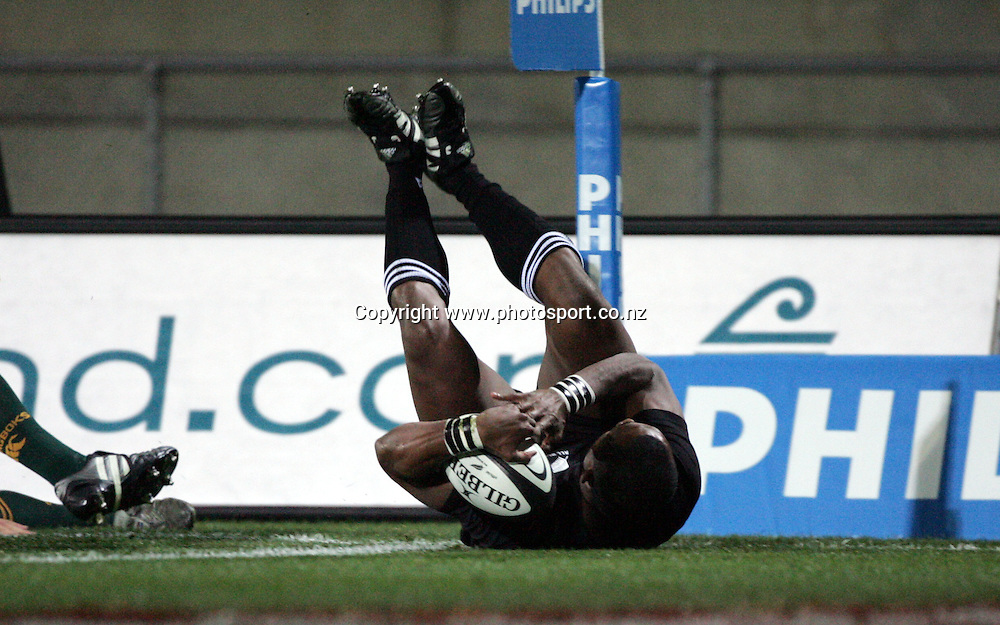 All Black wing Joe Rokocoko touches down for a try during the Tri Nations rugby test match between the All Blacks and South Africa at Carisbrook in Dunedin, New Zealand on Saturday 27 August, 2005. The All Blacks won 31-27. Photo: Andrew Cornaga/PHOTOSPORT<br />