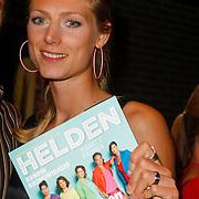 NLD/Ridderkerk/20120911 - Presentatie magazine Helden, Manon Flier met het magazine