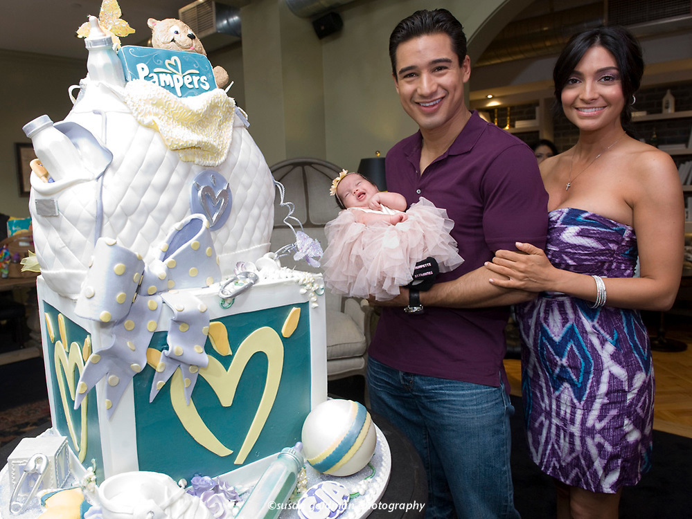 Mario Lopez and Courtney Mazza enjoy a baby shower for Baby Gia Francesca Lopez, sponsored by Pampers in Los Angeles. Photo/Pampers, Susan Goldman.