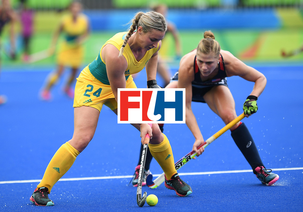 Australia's Mariah Williams (L) fights for the ball with The USA's Katelyn Falgowski during the womens's field hockey Australia vs USA match of the Rio 2016 Olympics Games at the Olympic Hockey Centre in Rio de Janeiro on August, 8 2016. / AFP / MANAN VATSYAYANA        (Photo credit should read MANAN VATSYAYANA/AFP/Getty Images)