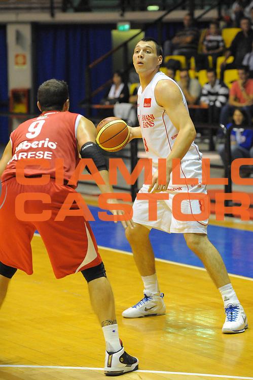 DESCRIZIONE : Desio Lega A 2010-11 Amichevole Trofeo Lombardia Armani Jeans Milano Cimberio Varese<br /> GIOCATORE : Jonas Maciulis<br /> SQUADRA : Armani Jeans Milano <br /> EVENTO : Campionato Lega A 2010-2011<br /> GARA : Amichevole Trofeo Lombardia Armani Jeans Milano Cimberio Varese<br /> DATA : 25/09/2010<br /> CATEGORIA : Palleggio<br /> SPORT : Pallacanestro<br /> AUTORE : Agenzia Ciamillo-Castoria/GiulioCiamillo<br /> Galleria : Lega Basket A 2010-2011<br /> Fotonotizia : Desio Lega A 2010-11 Amichevole Trofeo Lombardia Armani Jeans Milano Cimberio Varese<br /> Predefinita :