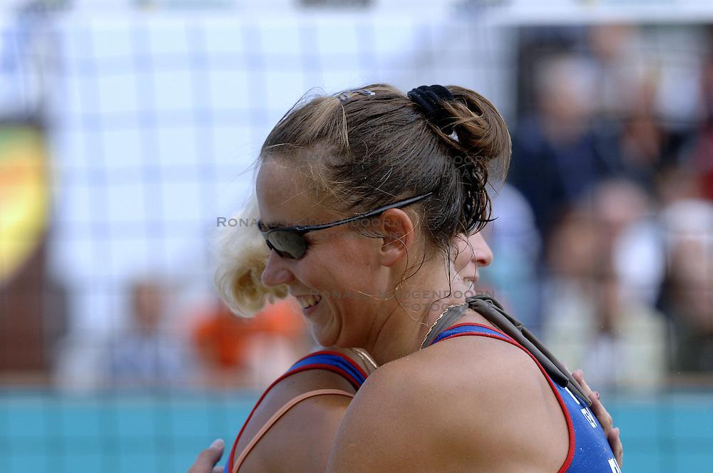 26-08-2006: VOLLEYBAL: NESTEA EUROPEAN CHAMPIONSHIP BEACHVOLLEYBALL: SCHEVENINGEN<br /> Alexandra Shiryaeva (RUS) wint de gouden medaille<br /> &copy;2006-WWW.FOTOHOOGENDOORN.NL