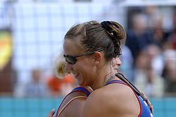26-08-2006: VOLLEYBAL: NESTEA EUROPEAN CHAMPIONSHIP BEACHVOLLEYBALL: SCHEVENINGEN<br /> Alexandra Shiryaeva (RUS) wint de gouden medaille<br /> ©2006-WWW.FOTOHOOGENDOORN.NL