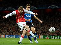 Photo: Ed Godden.<br /> Arsenal v Hamburg. UEFA Champions League, Group G. 21/11/2006. Arsenal's Alexander Hleb's shot on goal hits the cross bar.