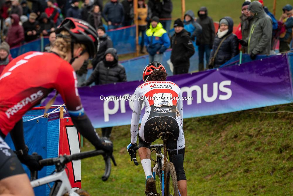 2019-12-14 Cycling: dvv verzekeringen trofee: Ronse: The only view her opponents head on Ceylin del Carmen Alvarado in the Hotondross