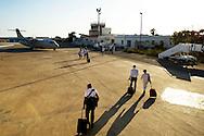 Lampedusa, Italia - 1 luglio 2011. Turisti (pochissimi) sbarcano a all'aeroporto di Lampedusa..Ph. Roberto Salomone Ag. Controluce