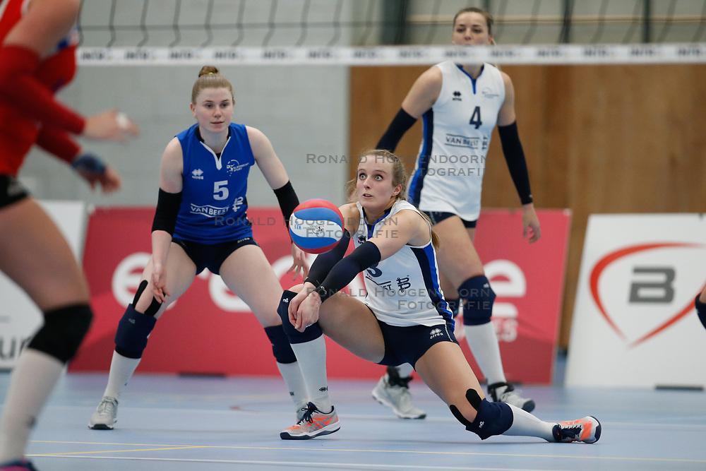 20180303 NED: Eredivisie Sliedrecht Sport - VC Sneek, Sliedrecht <br />Florien Reesink (5) of Sliedrecht Sport, Esther Hullegie (3) of Sliedrecht Sport <br />©2018-FotoHoogendoorn.nl / Pim Waslander