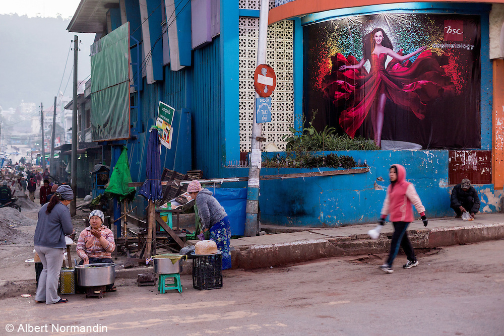 Street vendors with glamour billboard, Taunggyi