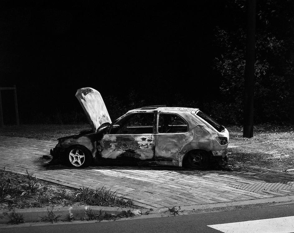 1933<br /> <br /> LIEVIN, a burnt car<br /> <br /> &ldquo;(A sad end to a car ride) Gaston Barraua, a chauffeur of the general press commander, having drunk his share with friend, offered to show them a car ride. Making use of the fact that he had the key to the garage, they took the car around midnight and went for a ride at the boulevard. <br /> No doubt because of their jolly disposition at the time, they soon drove into the water and can be grateful that they were not harmed in the process. The police has taken care of the friendly chauffeur.<br /> <br /> LIEVIN, spalony samoch&oacute;d<br /> <br /> &quot;(Smutny koniec przejażdżki) Gaston Barraua , szofer u generalnego dyspozytora gazet, popiwszy sobie trochę z przyjaci&oacute;łmi chciał im pokazać jazdę samochodem. Korzystając z tego, że miał klucz do garażu poszli więc koło p&oacute;łnocy i zabrali samoch&oacute;d i... dalej na promenadę!<br /> W skutek wesołego usposobienia szofera wpadli do basenu portowego i mogą sobie powienszować, że wyszli cało. Policja zaopiekowała się usłużnym szoferem.&quot;