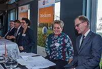 UTRECHT -  De nieuwe NGF President, Caroline Huyskes-Van Doorne  rechts Judith Hermans-Van Hagen.  Algemene Ledenvergadering van de Nederlandse Golf Federatie NGF.   COPYRIGHT KOEN SUYK