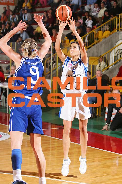 DESCRIZIONE : Schio Lega A1 Femminile 2005-06 Banco di Sicilia Ribera Germano Zama Faenza <br /> GIOCATORE : Franchini <br /> SQUADRA : Germano Zama Faenza <br /> EVENTO : Campionato Femminile Lega A1 Final Six Coppa Italia Lavezzini Cup 2005-2006 Finale <br /> GARA : Banco di Sicilia Ribera Germano Zama Faenza <br /> DATA : 26/03/2006 <br /> CATEGORIA : Tiro <br /> SPORT : Pallacanestro <br /> AUTORE : Agenzia Ciamillo-Castoria/S.Silvestri <br /> Galleria : Lega Basket A1 2005-2006 <br /> Fotonotizia : Schio Campionato Italiano Femminile Lega A1 2005-2006 Coppa Italia Final Six Lavezzini Cup Banco di Sicilia Ribera Germano Zama Faenza <br /> Predefinita :