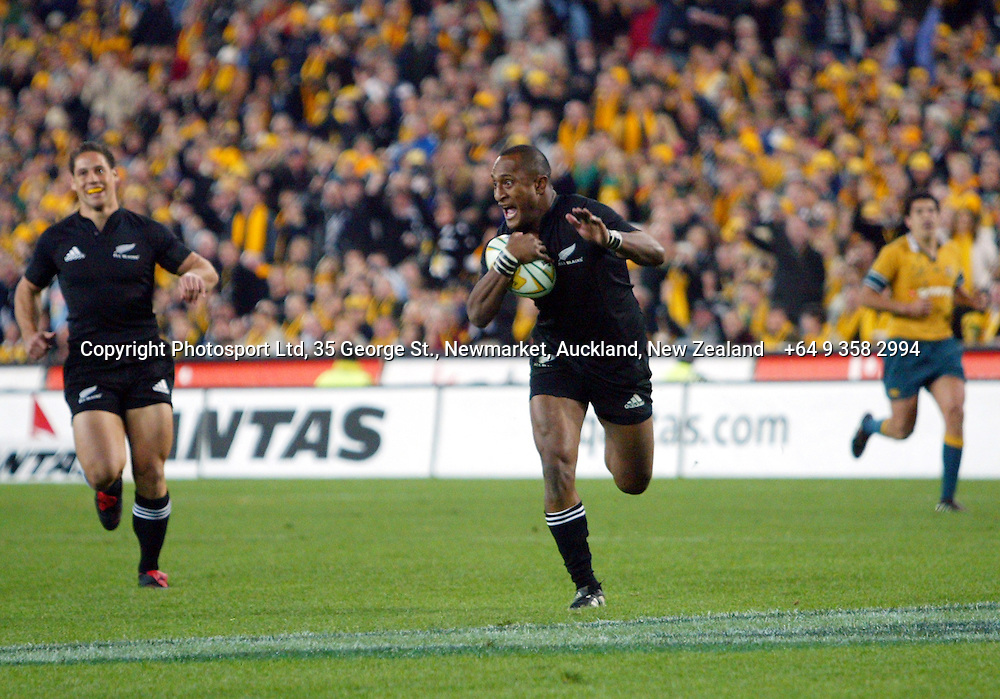 Joe Rokocoko scores a try during the Bledisloe Cup match between the All Blacks and the Wallabies at Telstra Stadium, Sydney, Australia on Saturday 13 August, 2005. The All Blacks won the match, 30 - 13. Photo: Hannah Johnston/PHOTOSPORT<br />