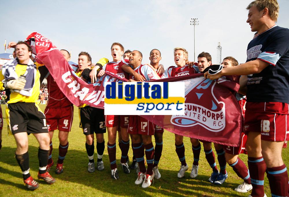 Photo: Steve Bond.<br />Scunthorpe United v Carlisle United. Coca Cola League 1. 05/05/2007. Scunthorpe United are crowned champions
