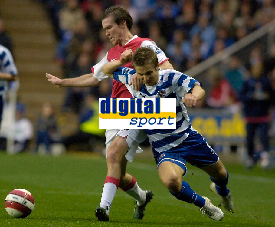 Photo: Daniel Hambury.<br />Reading v Arsenal. The Barclays Premiership. 22/10/2006.<br />Reading's Kevin Doyle and Arsenal's Alex Hleb battle.