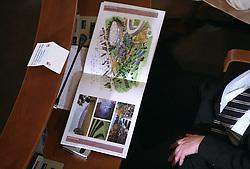 Javno odpiranje ponudb za izbiro zasebnega strateskega partnerja pri gradnji sportnega parka v Stozicah, 28. februar 2008, Mestna hisa, Ljubljana, Slovenija. Predstavniki podjetja RED d.o.o. s svojo ponudbo..(Photo by Vid Ponikvar / Sportal Images)