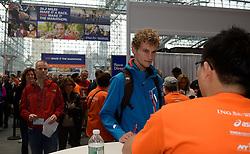 01-01-2013 ALGEMEEN: BVDGF NY MARATHON: NEW YORK <br /> Lange rijen in het Health and Fitness EXPO center voor het ophalen van de startnummers / Ewoud<br /> ©2013-WWW.FOTOHOOGENDOORN.NL