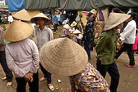 Vietnam. Hanoi. Marché Long Bien. // Vietnam. Hanoi. Long Bien Market.